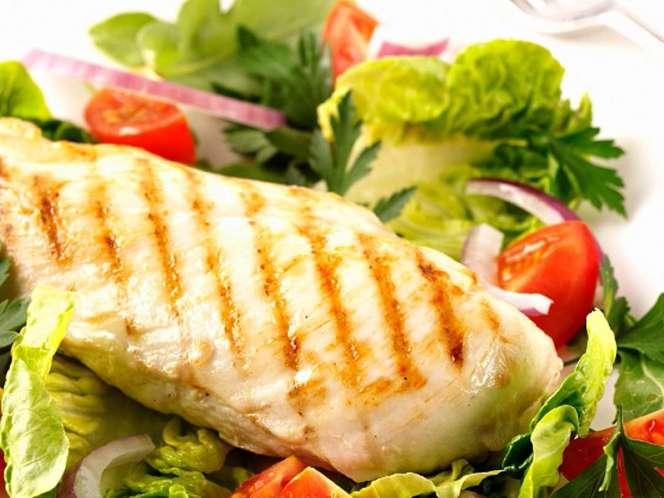 El pollo a la plancha es imprescindible. Con poquito aceite y acompañado de toda la verdura que quieras.