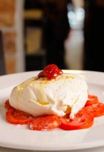 Burrata con tomate San Marzano