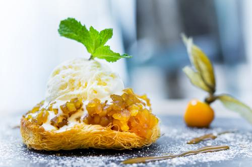 Marina Ventura. Crujiente de manzana caramelizada con helado de vainilla y tofee