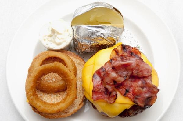 New York Burger hamburguesa Soho, BBQ, Cheddar, bacon y aros de cebolla
