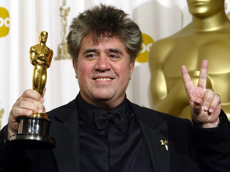 Almodóvar con el Oscar por -Hable con ella-