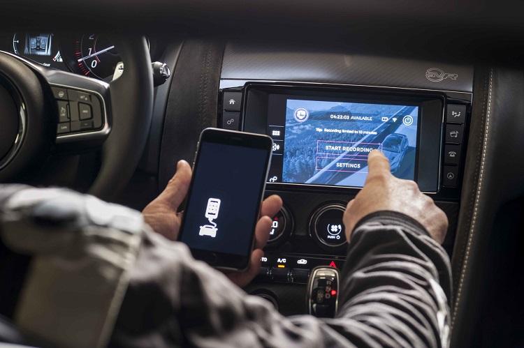 jaguar gopro rerun madmenmag app coches revista masculina 2