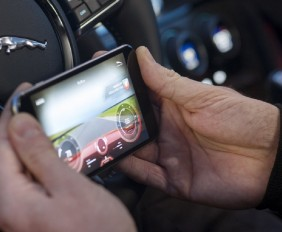 jaguar gopro rerun madmenmag app coches revista masculina