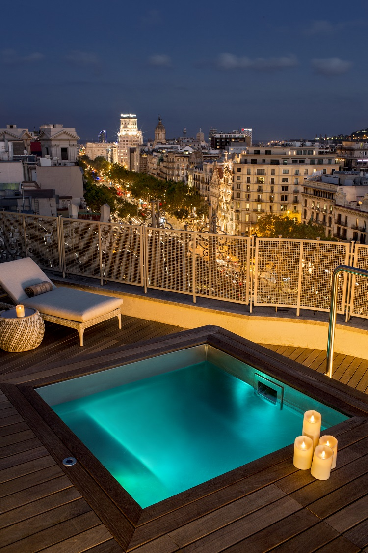 Majestic Royal Penthouse Terrace by Night Paseo de Gracia 4