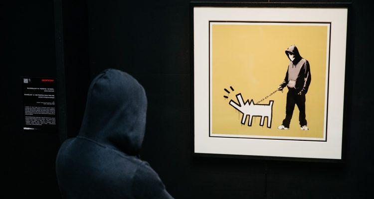 la primera exposicion de banksy en españa madmenmag