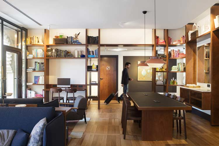 biblioteca hotel praktik essence barcelona