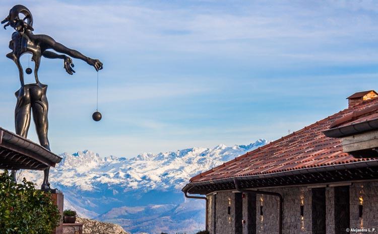 escultura-de-dali-newton-hotel-pueblo-astur-picos-de-europa