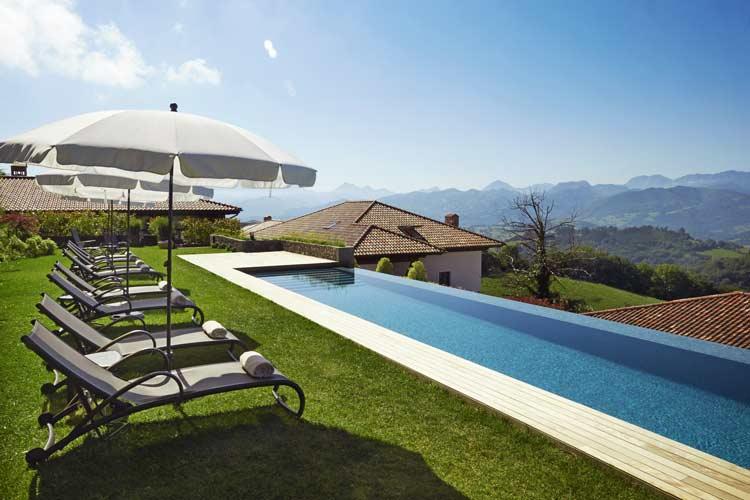 piscina-con-vistas-a-los-picos-de-europa