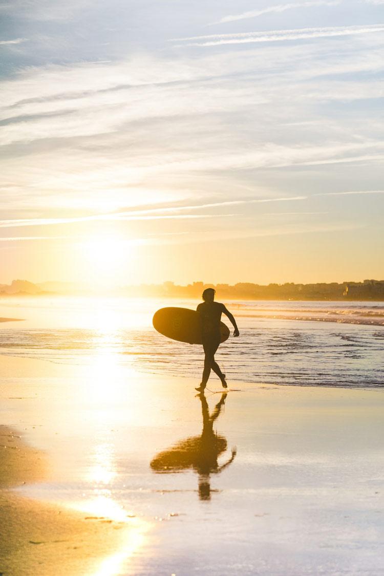 surfista-en-playa-de-somo