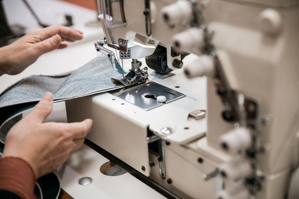 proceso-de-fabricacion-de-unos-vaqueros-a-medida-de-forma-artesanal